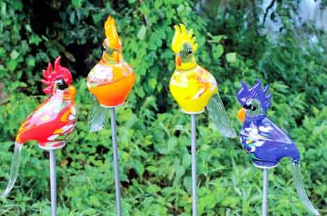 Glas kakadu 30 cm auf stab mundgeblasen 13100 nur eur for Gartendeko aus glas